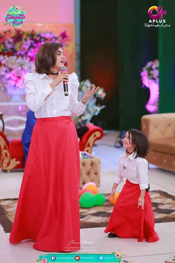 Fiza Ali with her Cute Daughter Looking Awesome on Farah Show - Ek Naye Subha