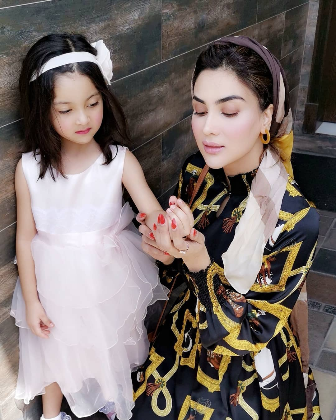 Fiza Ali Awesome Clicks with her Cute Daughter
