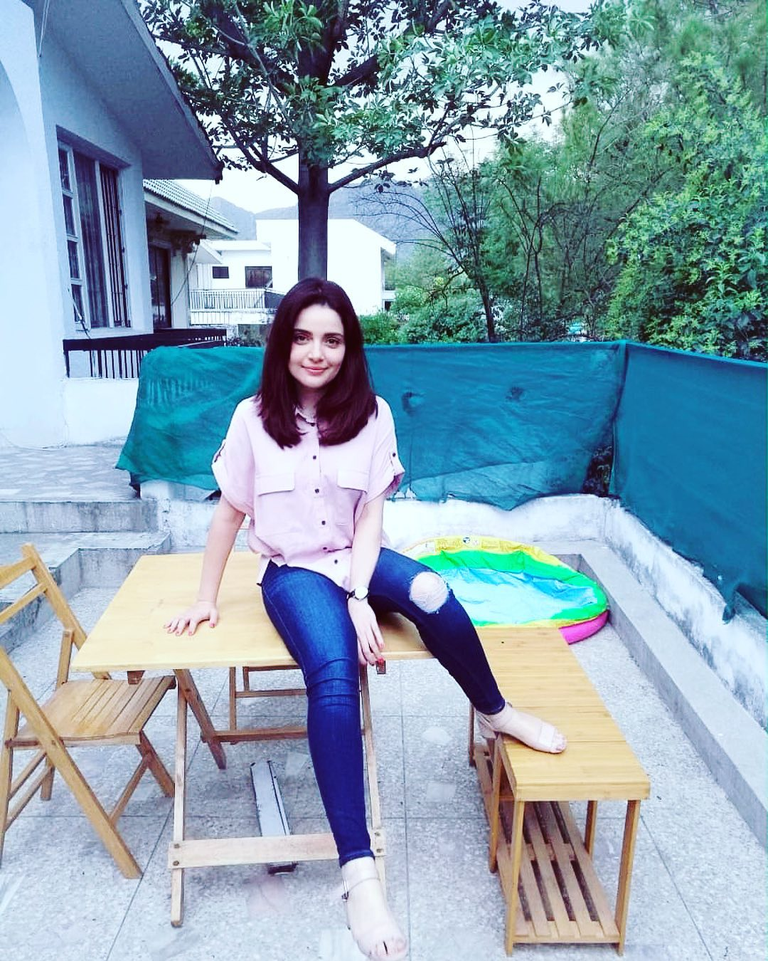 Armeena Khan Pics of Departure 🛫, Arrival and Having Fun in Manchester 🇬🇧