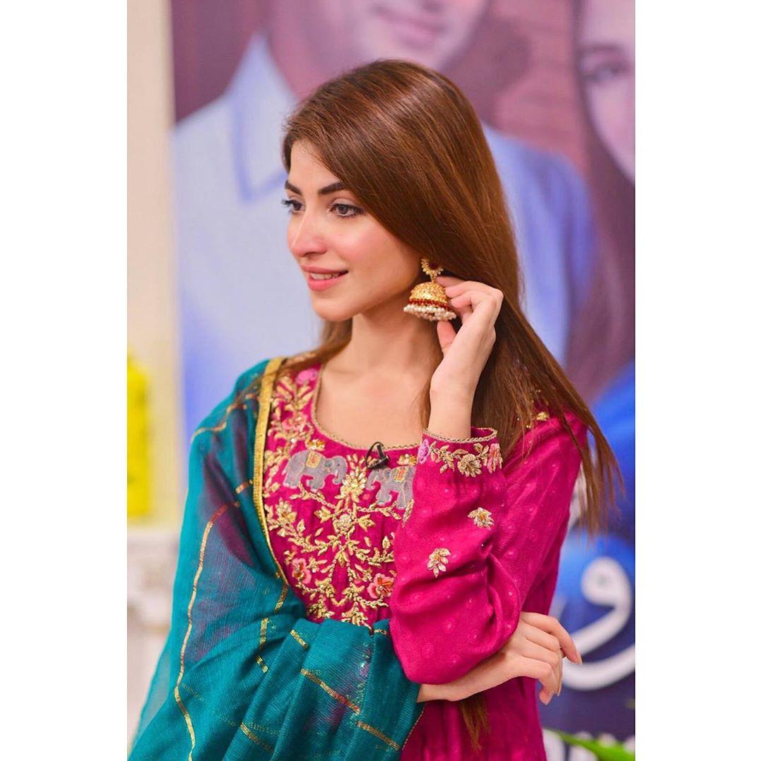 Awesome Actress Kinza Hashmi Beautiful Clicks
