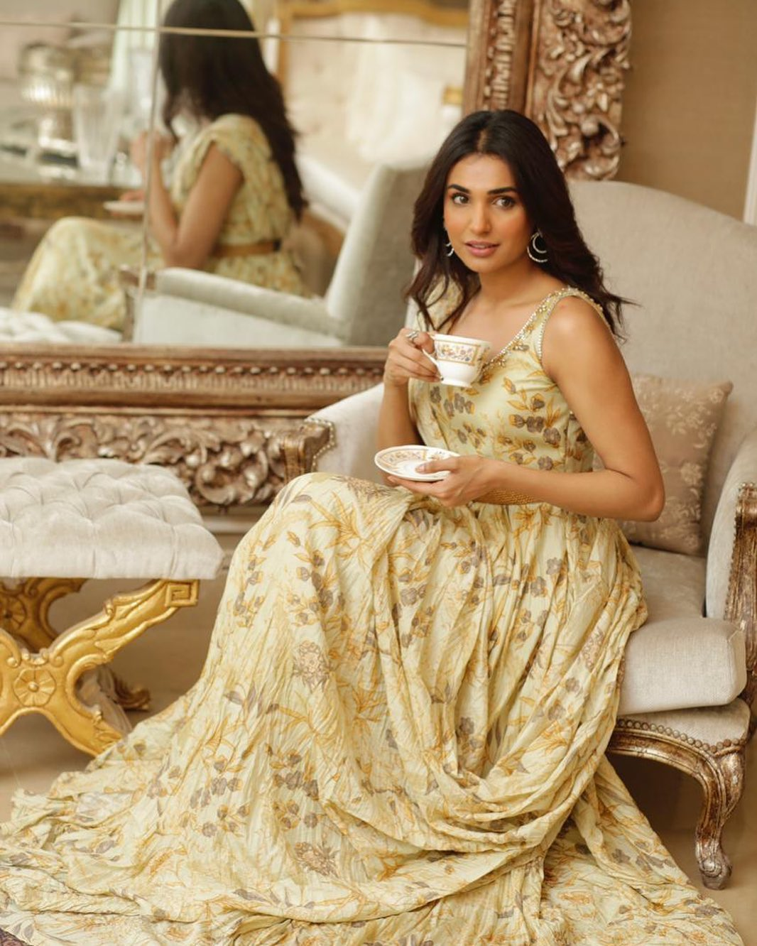 Actress Amna Ilyas Denied News of Getting Married with Actor Dawar Mahmood