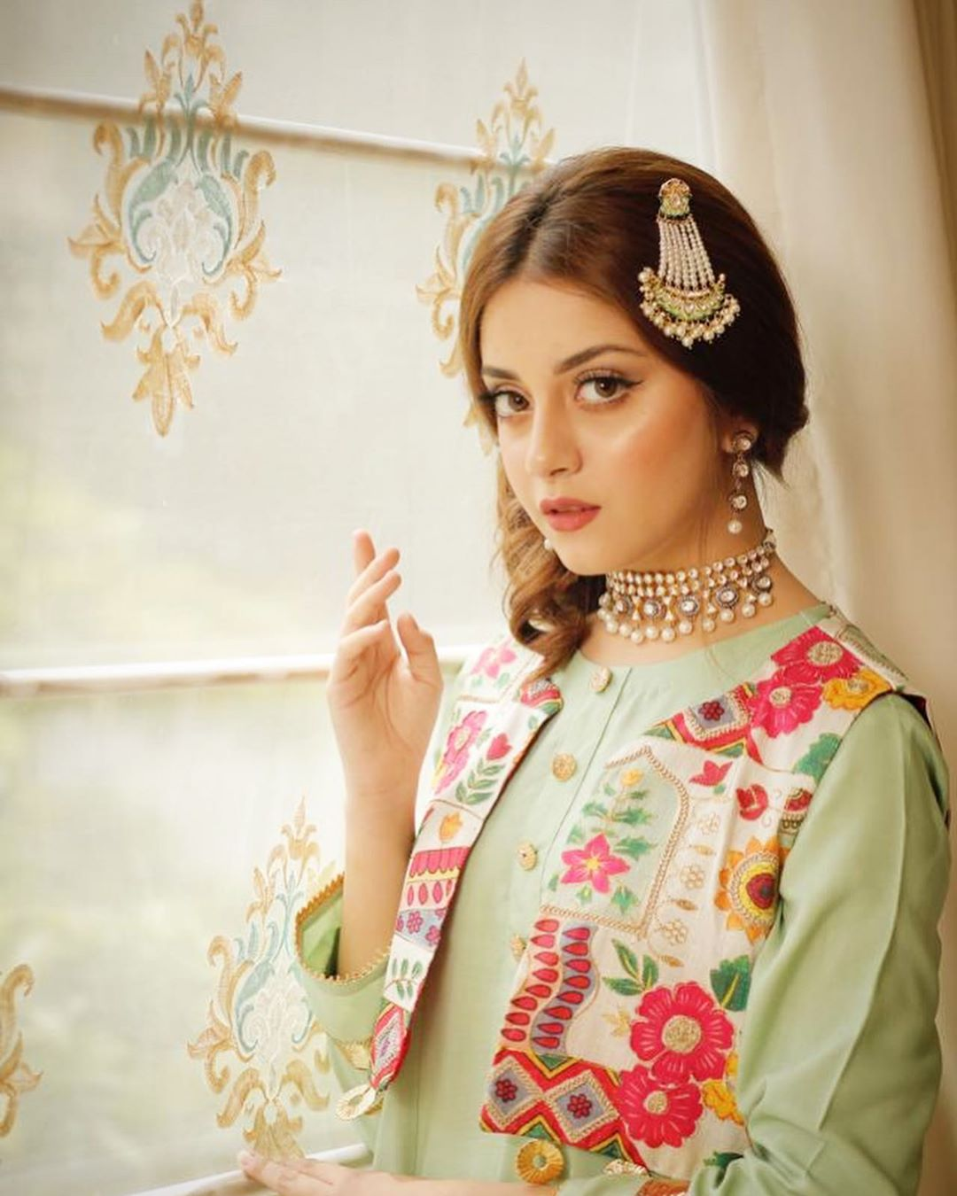 Beautiful Alizeh Shah New Photos with Refreshing Looks