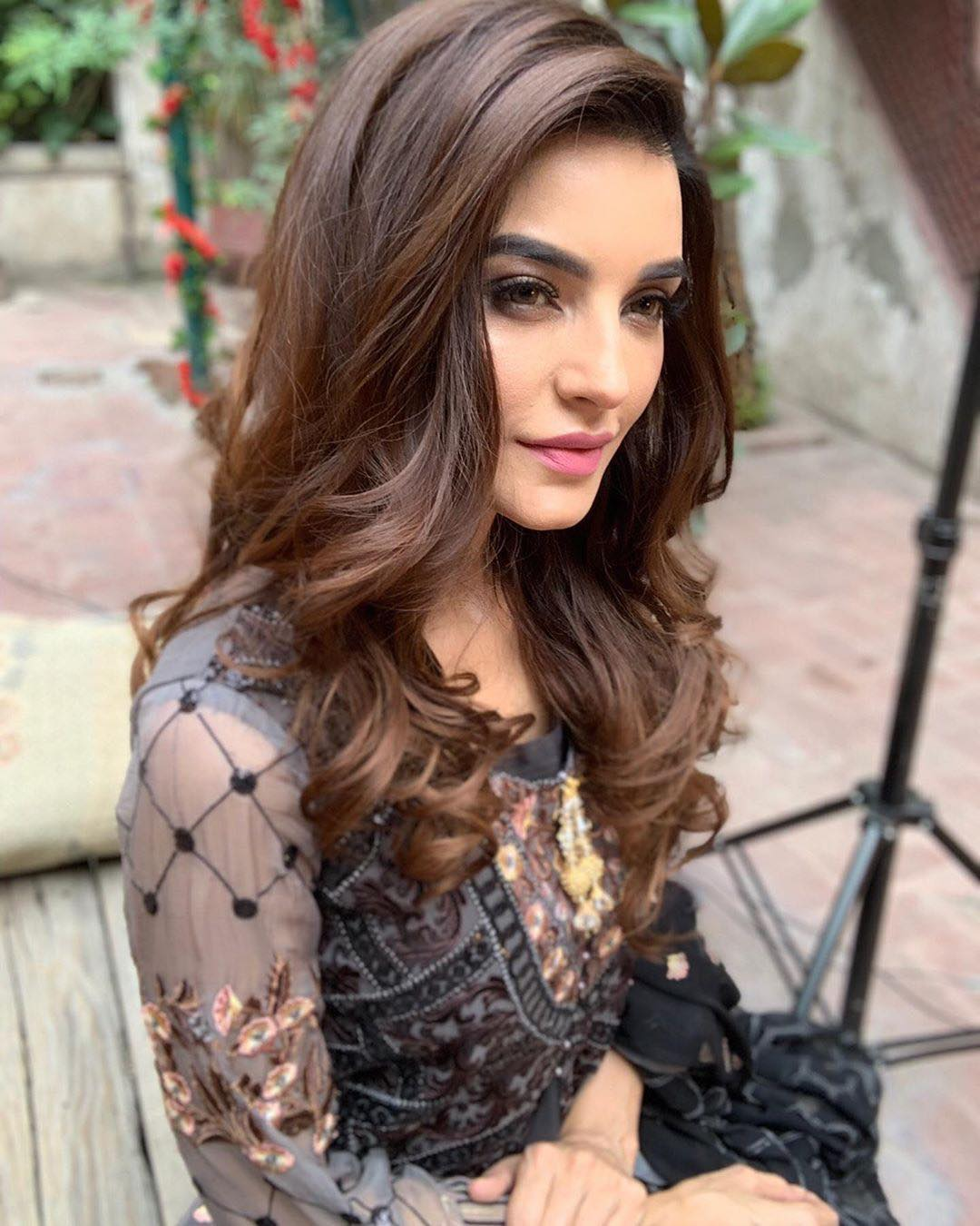 New Awesome Pictures of Actress Sadia Khan