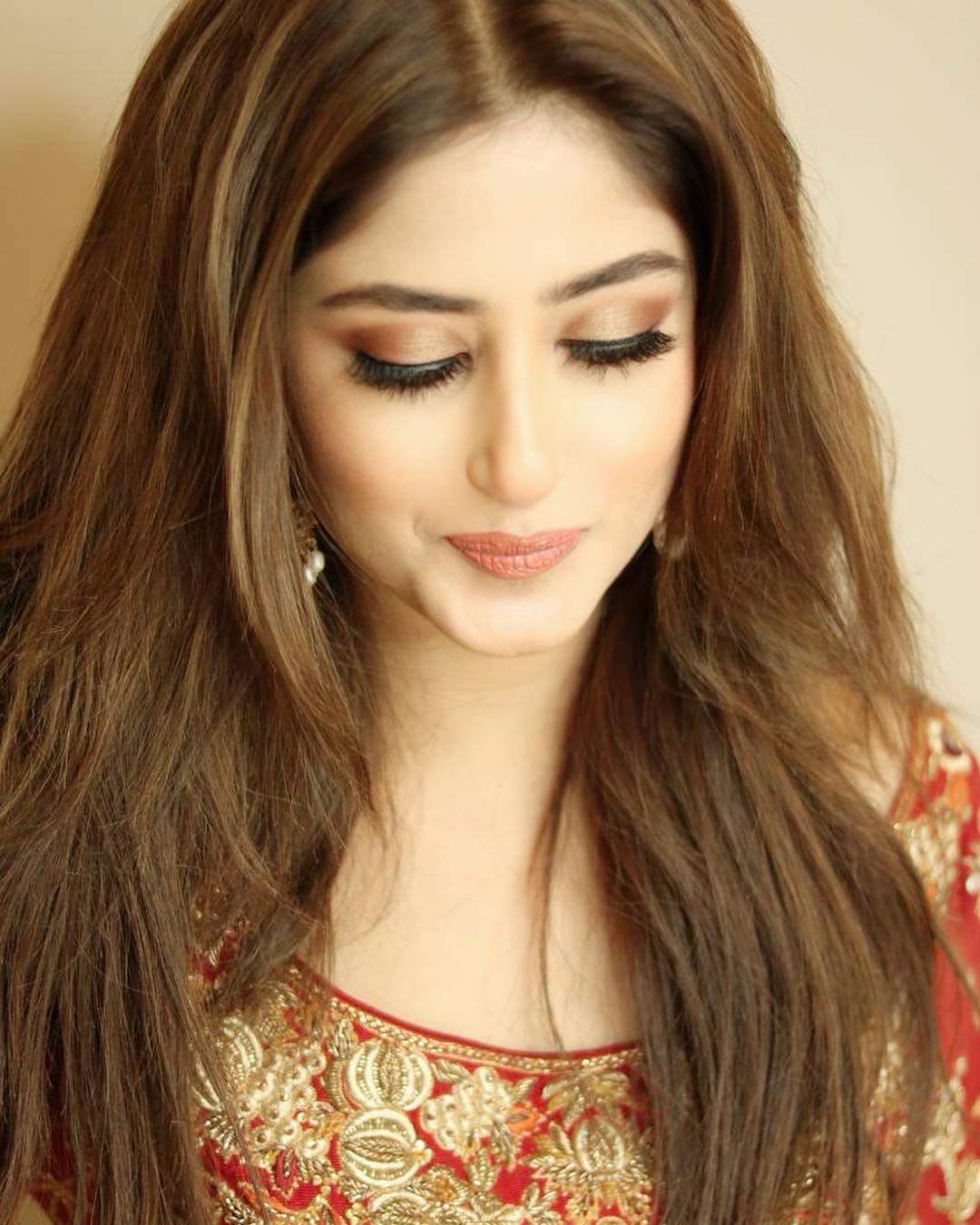 Check Innocent & Cool New Pictures of Awesome Actress Sajal Ali