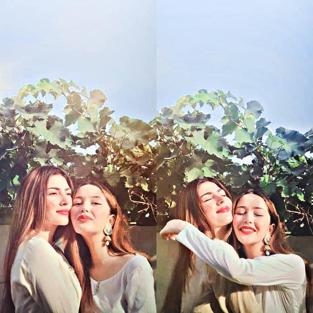 Beautiful Naimal Khawar with Her Sister Fiza Khawar