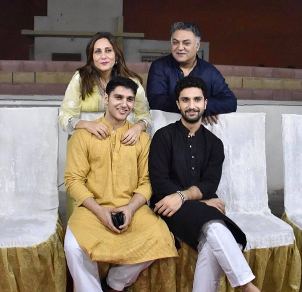 New Clicks of Asif Raza Mir with his Family