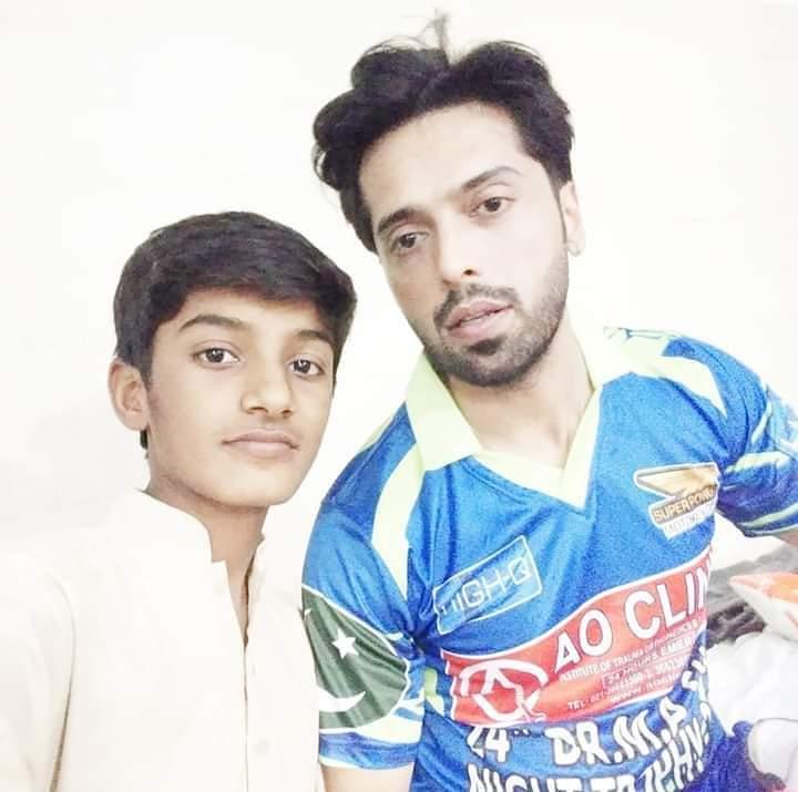 Pakistani Celebrities Playing Cricket 4
