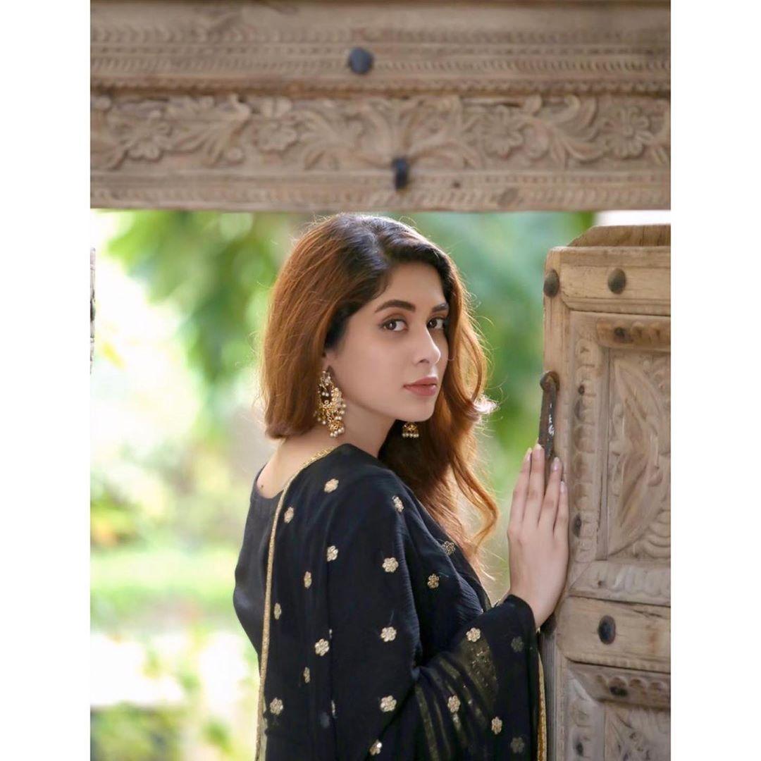 Latest Beautiful Clicks of Actress Azekah Daniel