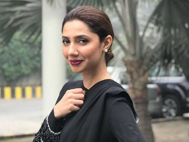 We Love the Way Mahira Khan Meets Her Senior Fan | Check Details