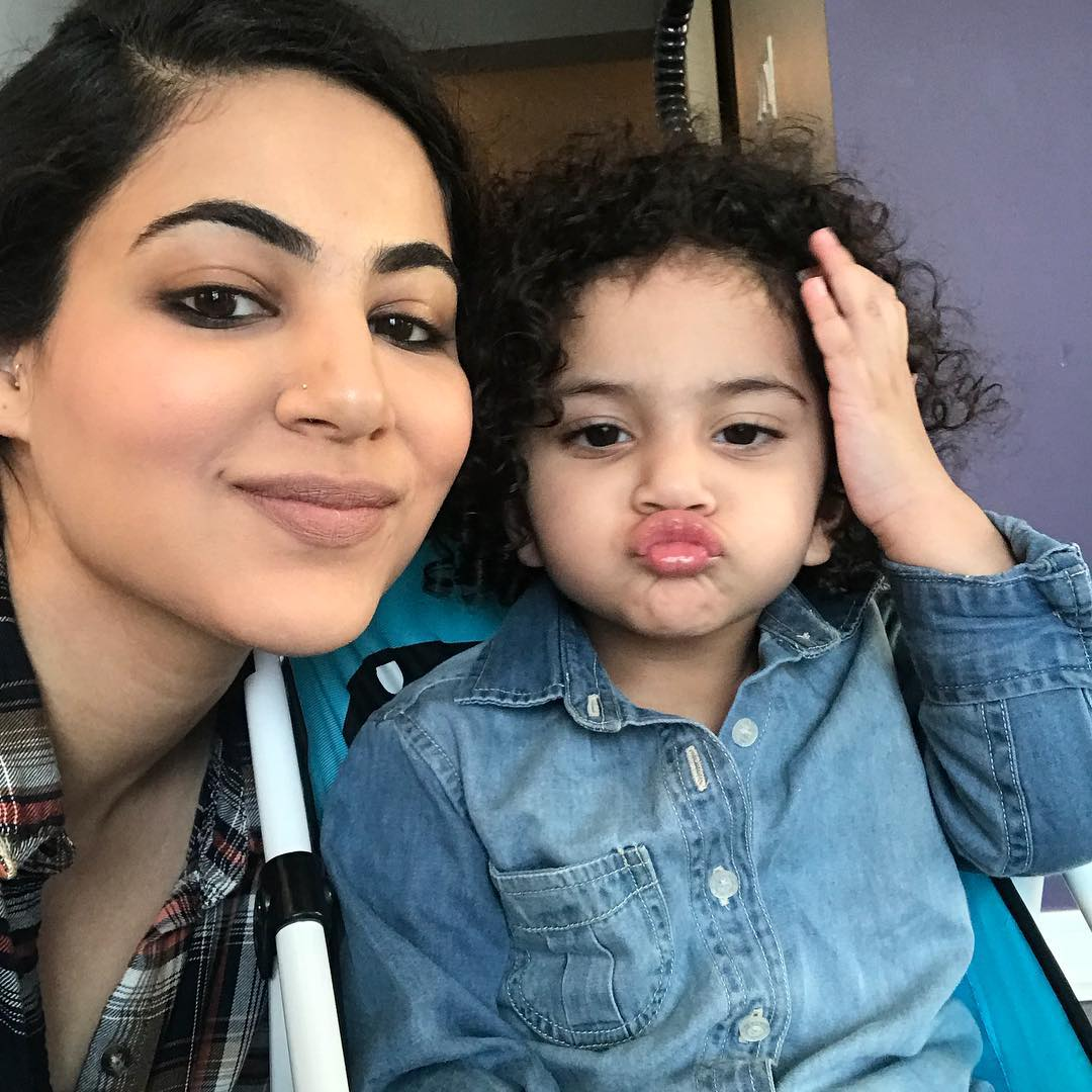 Singer Annie Khalid with her Cute Daughter Isha