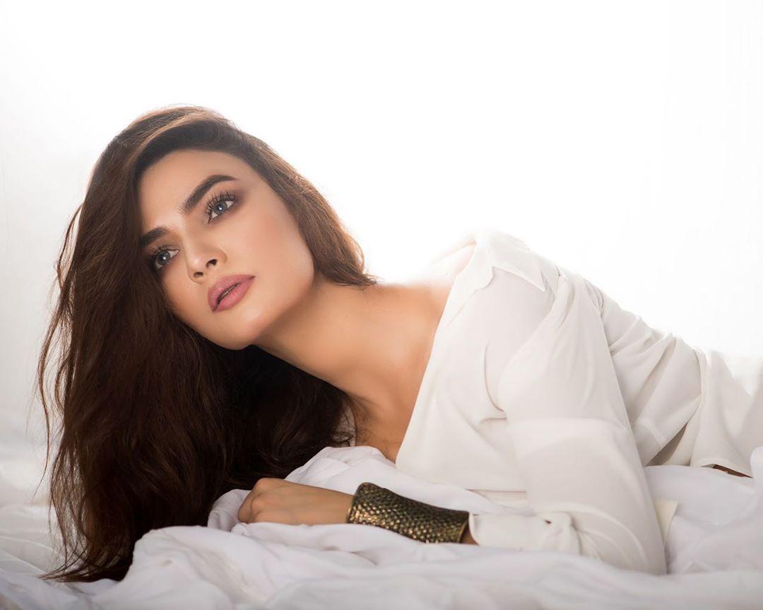 Latest Photoshoot of Beautiful Actress Kiran Haq