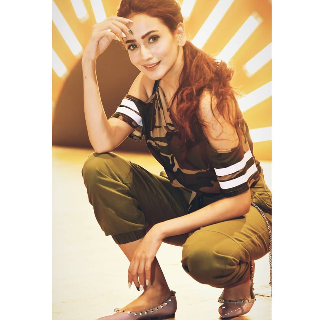 New Pictures of Awesome Actress Zarnish Khan