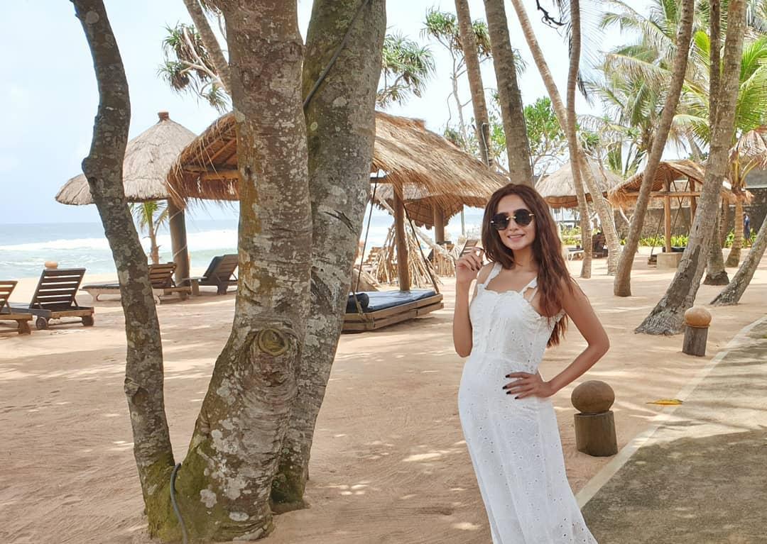 Zarnish Khan Lovely Clicks at the Beach from Thailand