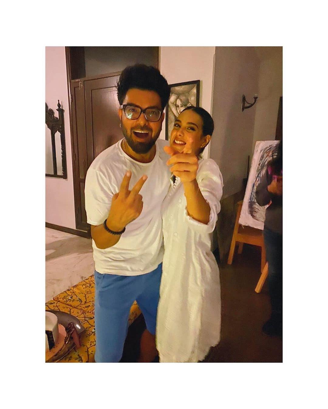 Iqra Aziz Celebrated her 22nd Birthday with Yasir Hussain