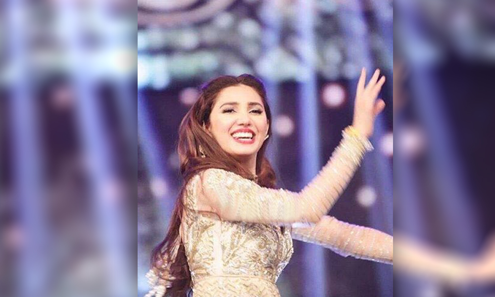 Here is New Mahira Khan Dance Video   You will Love it