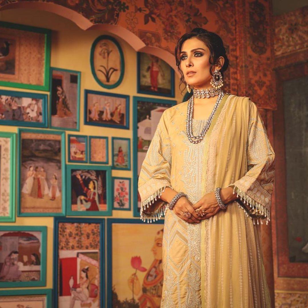 New Awesome Photoshoot of Actress Ayeza Khan