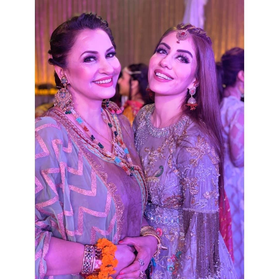 Actress Saba Faisal Beautiful Clicks with her Family