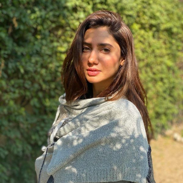 Beautiful Looks of Actress Mahira Khan