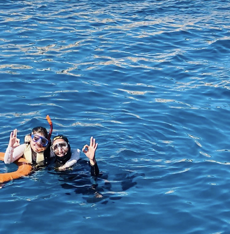 Minal Khan Shared Her Underwater Pictures