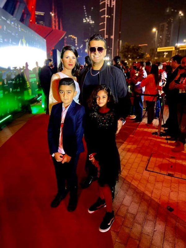 New Awesome Clicks of Fakhar-e-Alam With His Family