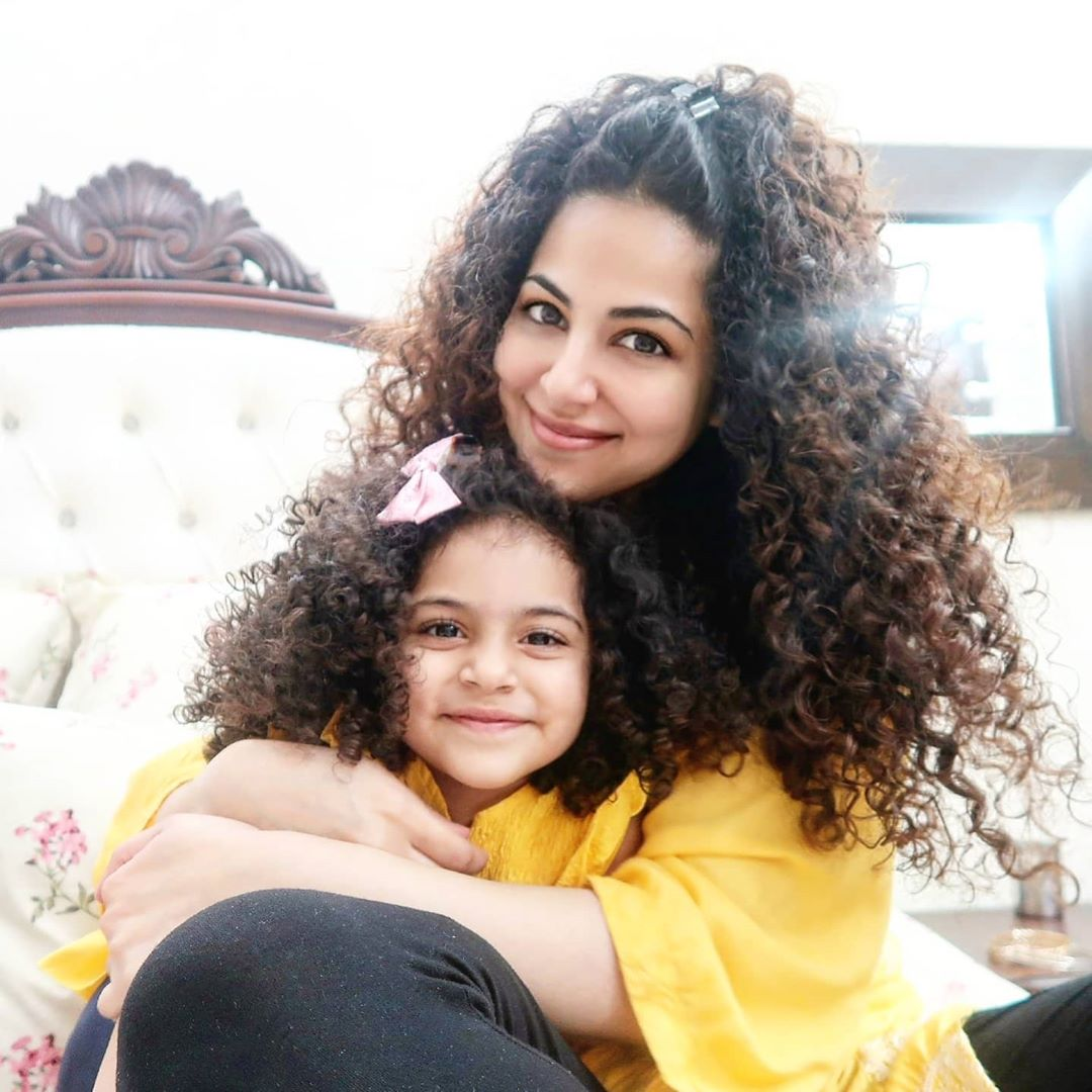 Singer Annie Khalid Latest Pictures with her Adorable Daughter