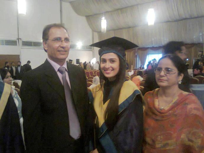 Ayeza Khan with her Parents80073104 20121214233428