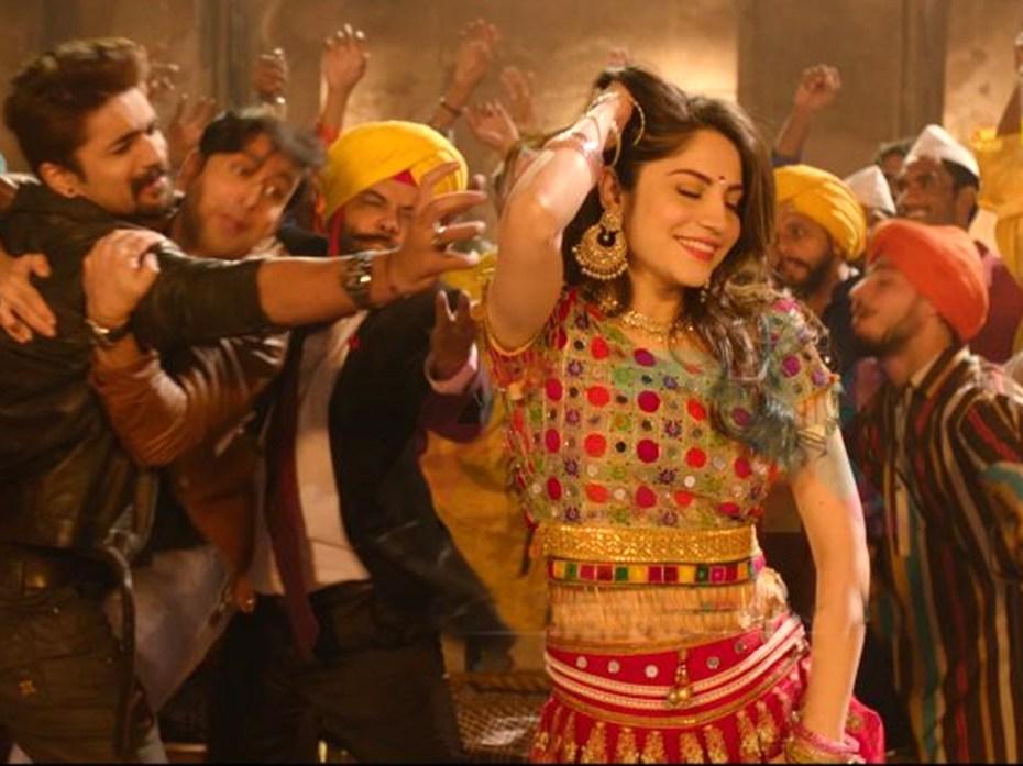 Neelam Munir Dance on Pashto Song