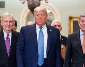 Top-Republican-officials-meet-Trump-to-discuss-COVID-19-relief-package