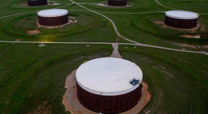 Oil extends decline to third session ahead of data on U.S. crude inventories