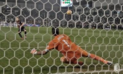 A Doha il Milan è Supercampione! Mario Pasalic segna il rigore decisivo in faccia a Buffon. Fonte foto: A.C. Milan