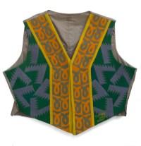 Fortunato Depero, Gilet Futurista, 1923, panno di lana, ricami ad intarsio a motivi geometrici. Cavalese (Trento), Collezione privata.