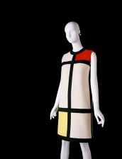 Yves Saint-Laurent, Abito da cocktail. Omaggio a Piet Mondrian, collezione autunno/inverno 1965- 1966, jersey di lana lavorato a intarsio. Parigi, Fondation Pierre Bergé-Yves Saint Laurent.