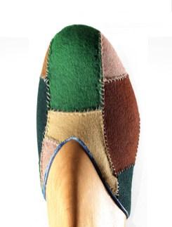 Salvatore Ferragamo, Prototipo di scarpa in due pezzi, 1935-1938, feltro lavorato a patchwork e tacco ricoperto di capretto. Firenze, Museo Salvatore Ferragamo. Foto Arrigo Coppitz