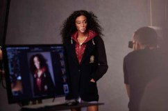 Winnie Harlow Tommy Icons Blazer BTS Fall 18 Low Res