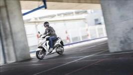 2015-Yamaha-JogR-EU-Competition-White-Action-001