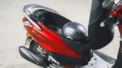 2017-Yamaha-D'elight-125-EU-Lava-Red-Detail-004