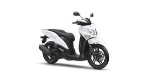 2017-Yamaha-Xenter-125-EU-Competition-White-Studio-001