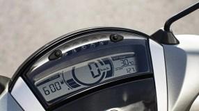 2017-Yamaha-Xenter-125-EU-Silky-Grey-Detail-007