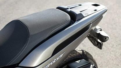2017-Yamaha-Xenter-125-EU-Silky-Grey-Detail-012