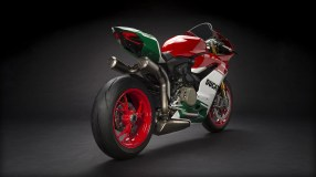Panigale_Final-Edition_2018_Studio_FE_D01_Gallery_1920x1080.mediagallery_output_image_[1920x1080]