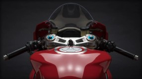 Panigale_Final-Edition_2018_Studio_FE_Z08_Gallery_1920x1080.mediagallery_output_image_[1920x1080]
