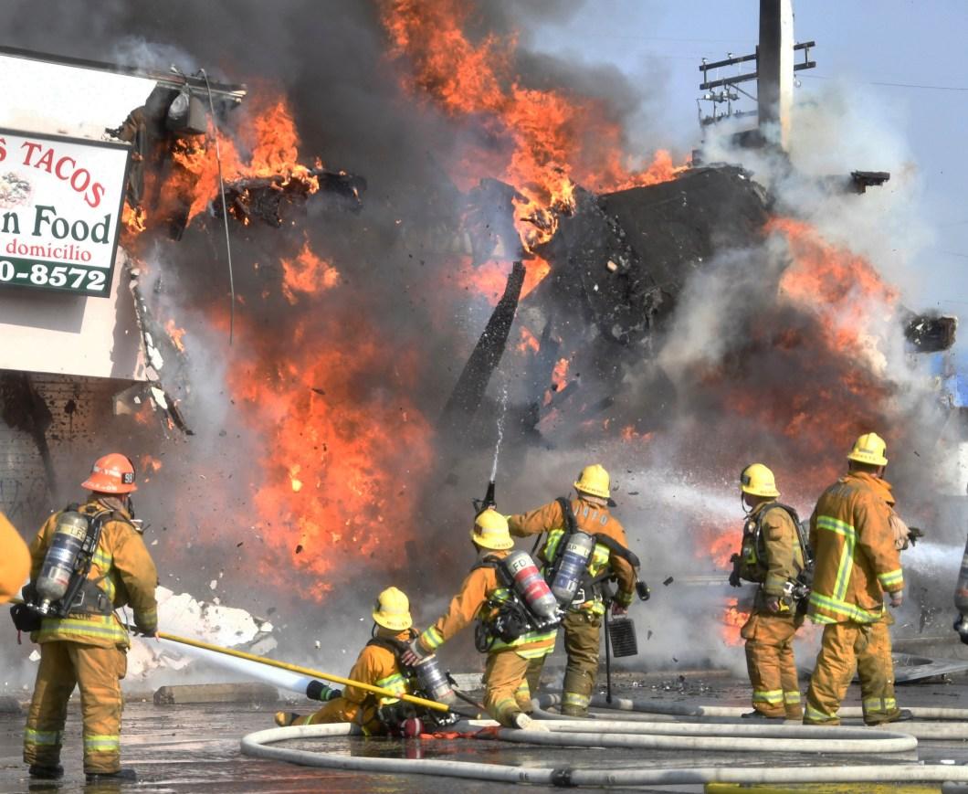https://i2.wp.com/www.dailynews.com/wp-content/uploads/2017/12/1217-ldn-l-mall-fire-1217-231.jpg?w=1060&ssl=1