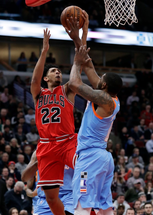 Chicago Bulls guard Cameron Payne, left, drives to the basket against Los Angeles Clippers guard Sindarius Thornwell during the second half of an NBA basketball game, Tuesday, March 13, 2018, in Chicago. The Clippers won 112-106. (AP Photo/Nam Y. Huh)