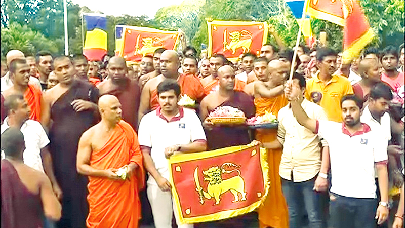 A section of the members of the Sinha Le organisation that gathered opposite the Dalada Maligawa in Kandy last Saturday to give a special pledge.  Picture by Asela Kuruluwansa