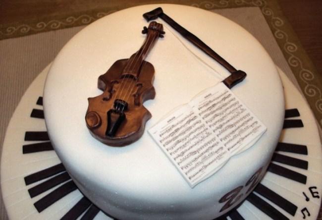 Kue Ulang Tahun bentuk Biola