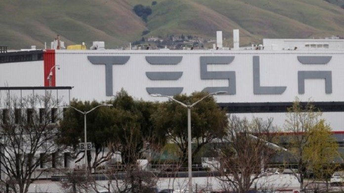 Tesla ordered to keep main US plant closed (2)