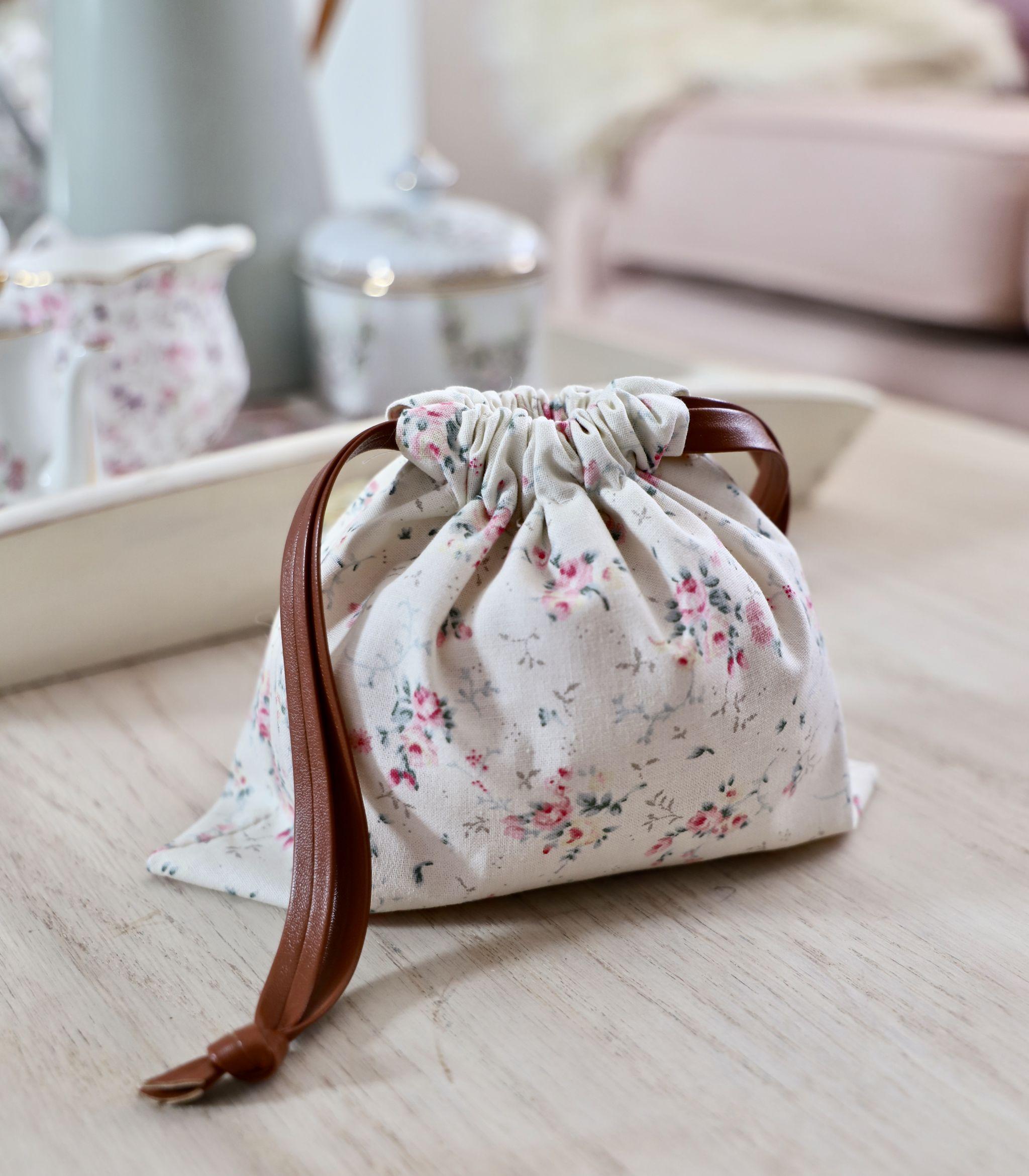 DIY drawstring bag, easy beginners sewing project