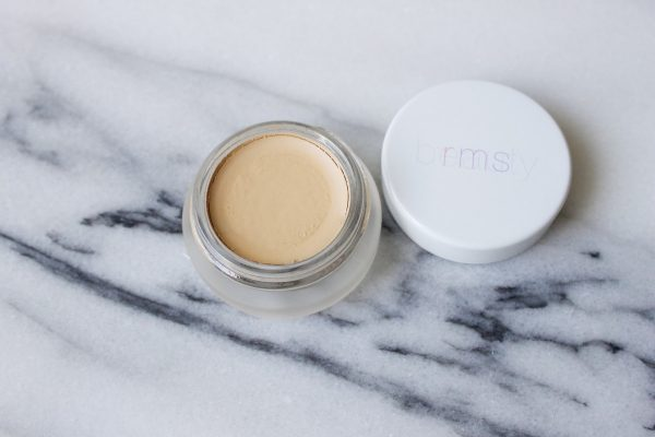 how to use rms un cover up 4jpg e1501661512456 - El Corrector Un Cover-Up de RMS Beauty
