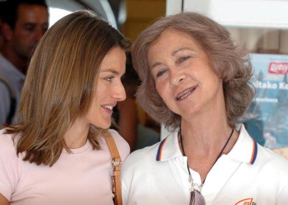 2008 10 14 a - Las Cirugías de la Reina Letizia