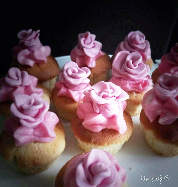 Cupcakes πορτοκαλιού με frosting καρύδας